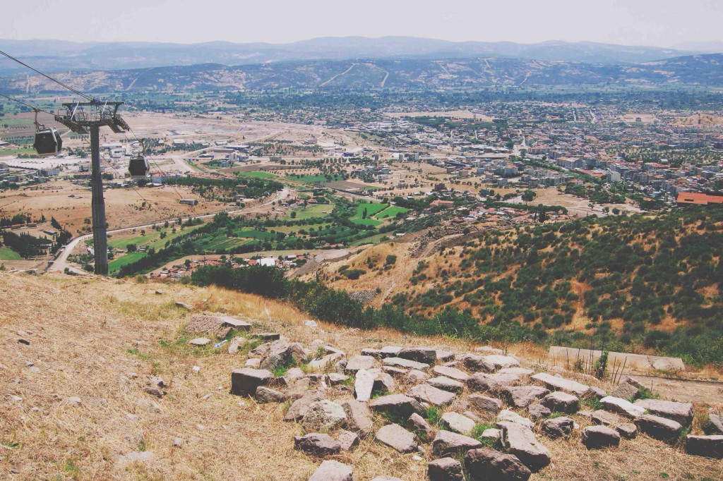 Akropol'e Telefirik ile Çıkarken Şehir - Bergama - İzmir - Türkiye Fotoğraf: onur Yüksel