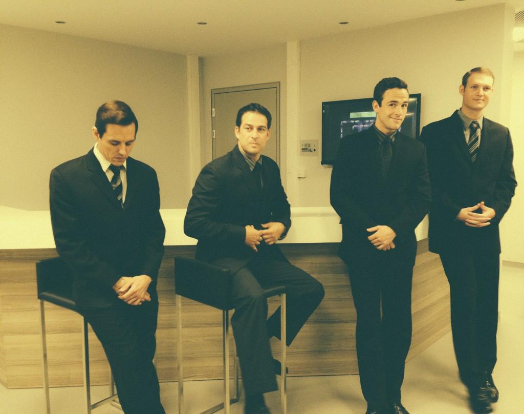 PSM'de yer alan Jersey Boy ekibi, soldan sağa Grant Almirall, Emmanuel Castis, Daniel Buys ve Kenneth Meyer