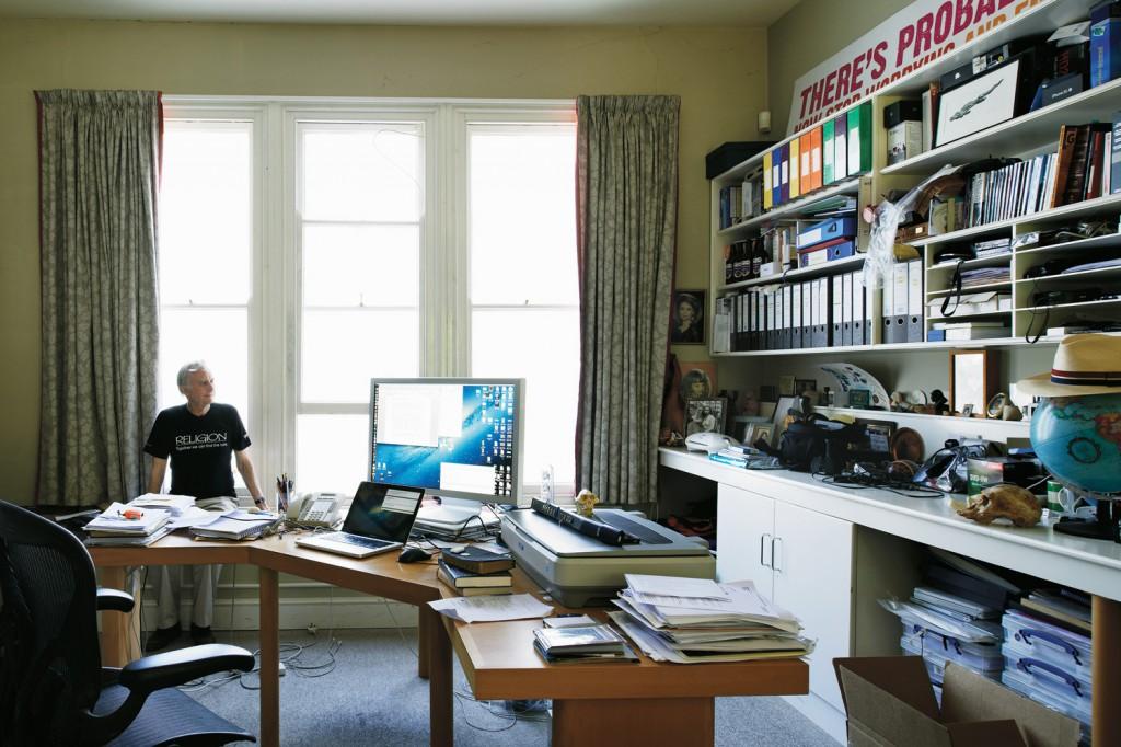Richard Dawkins, Britanyalı etolog, evrimci biyolog ve yazar.