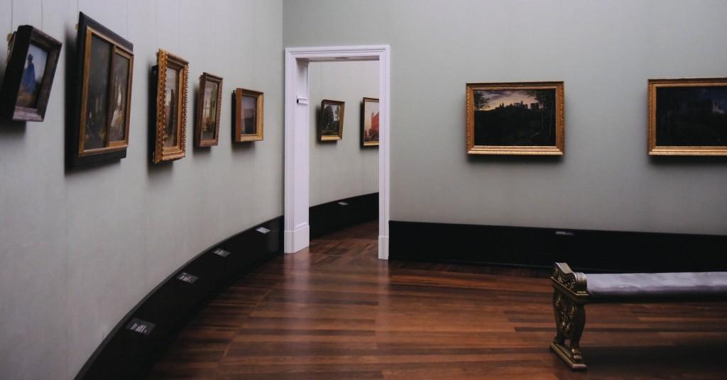 Alte Nationalgalerie'nin birbiri içinden geilen nefis salonları