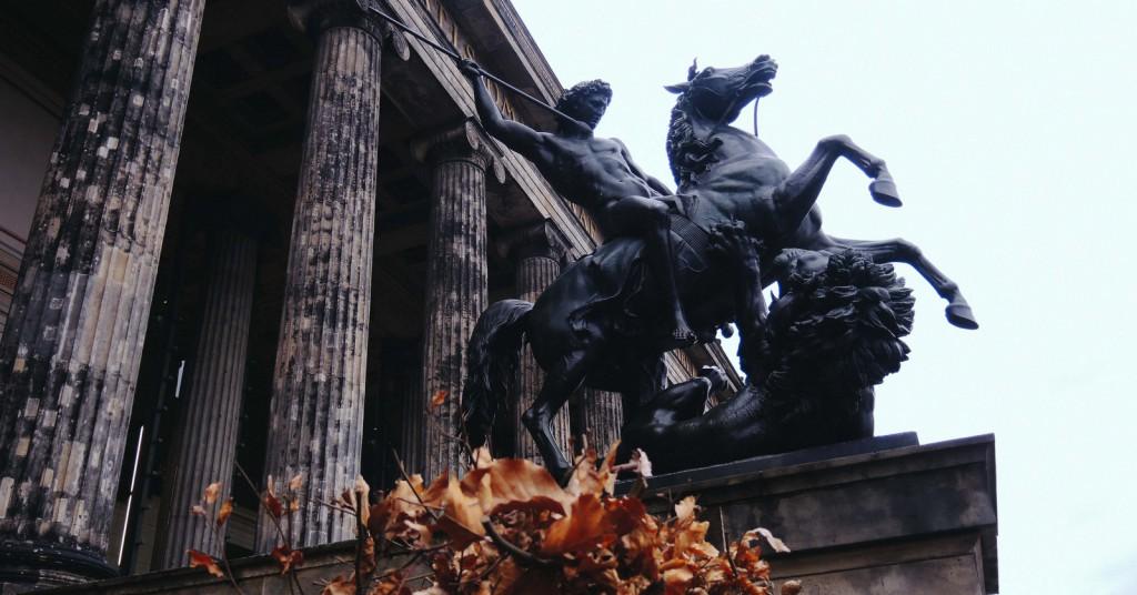 Altes Museum'un merdivenlerinden