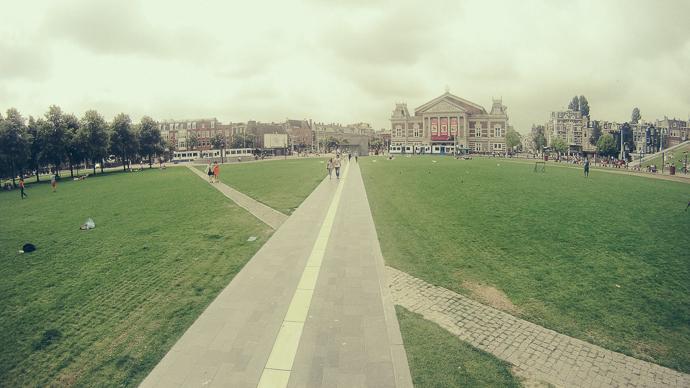 Museumplein park alanı ve The Concertgebouw  - Temmuz 2014