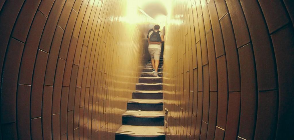Kubbeye çıkan dar merdivenler - 2014