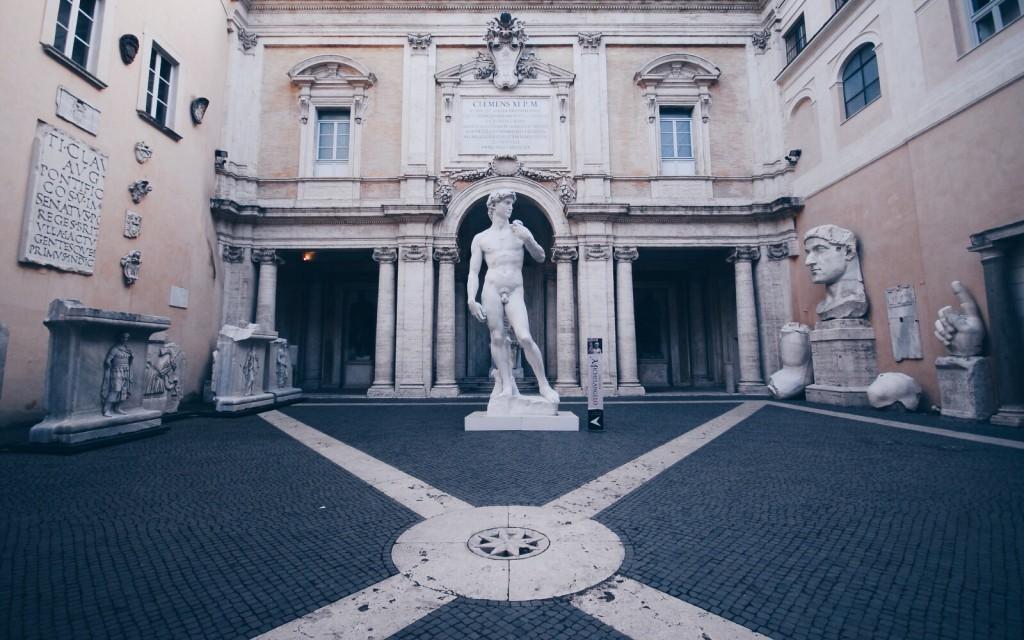 Musei Capitolini'de1564-2014 MICHELANGELO sergisine ait David replikası