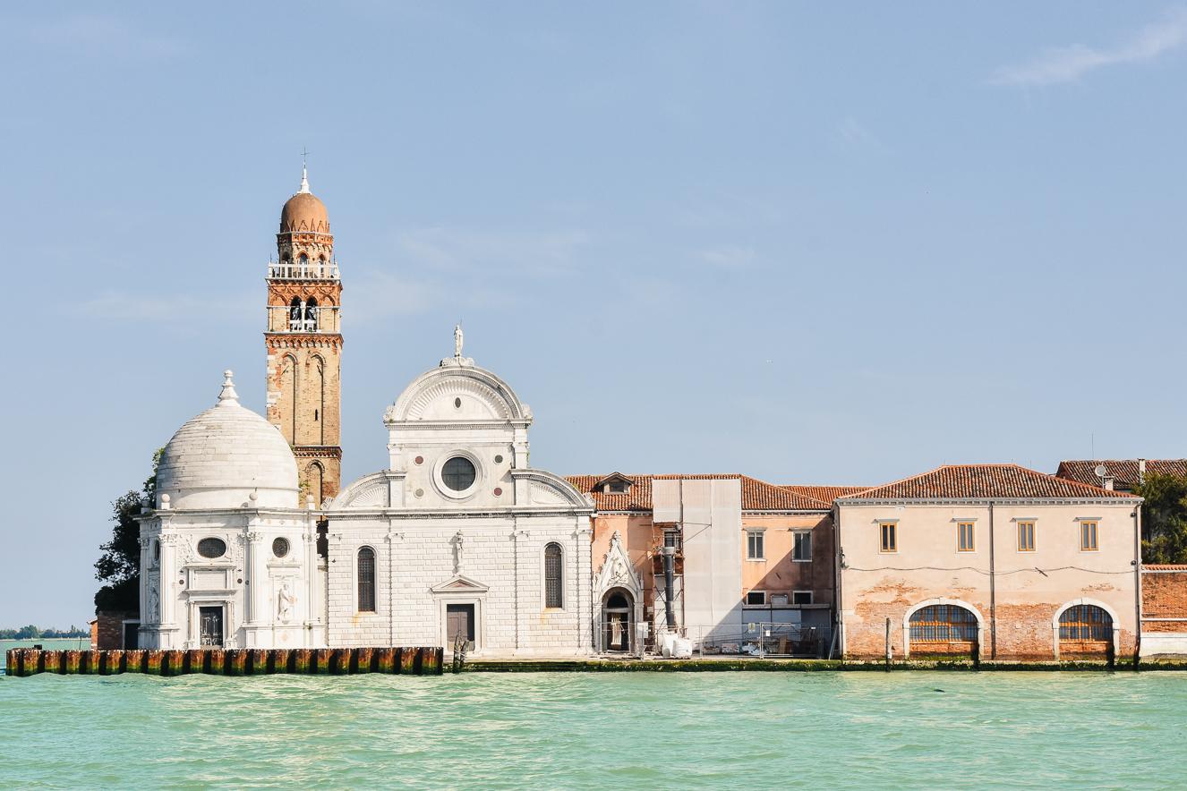 Venedik ile Murano arasındaki San Michele Adası