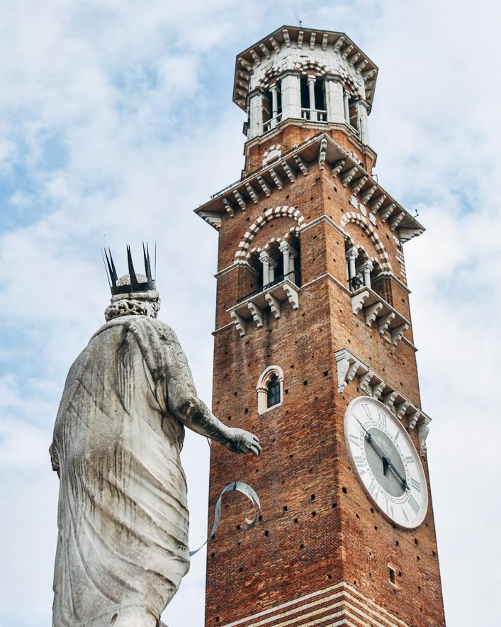 Veronalı Meryem heykeli ve Torre dei Lamberti, Verona
