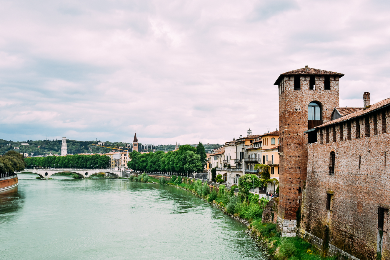 Scaligero Köprüsü'nden Adige Nehri ve Vittoria Köprüsü