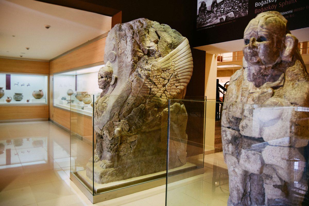 Boğazkale Müzesi - Sfenksli Kapı'ya ait orjinal Sfenksler