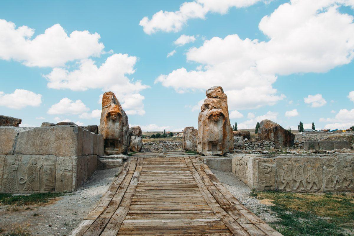 Alacahöyük Sfenksli Kapı