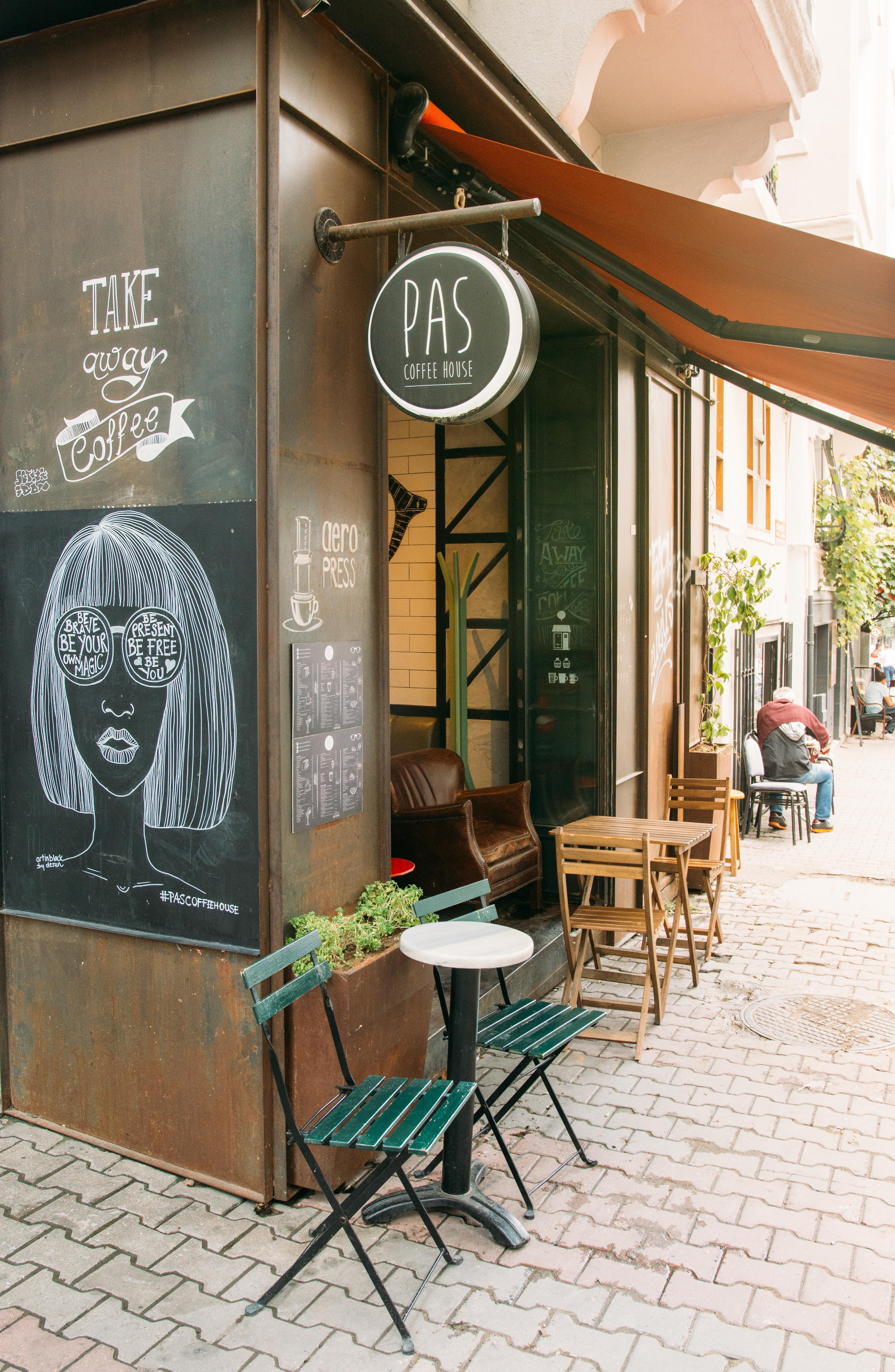 Boğazkesen Caddesi, Pas Coffee House