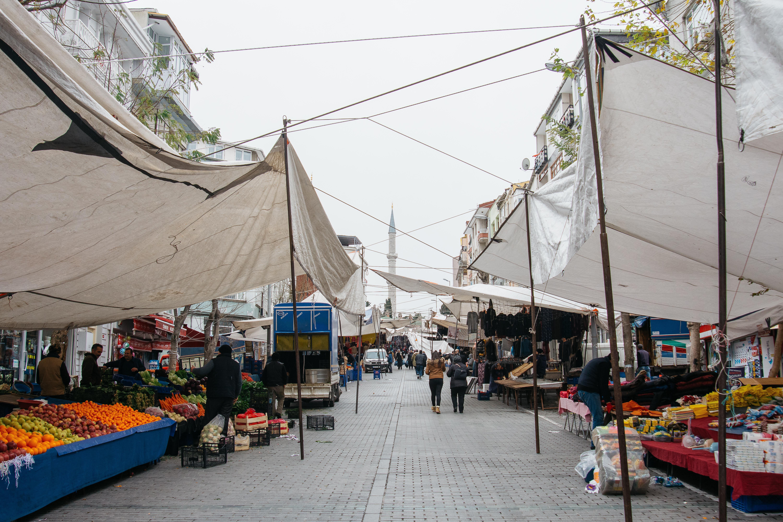 Fatih Çarşamba Pazarı, sabah pazar henüz kuruluyor